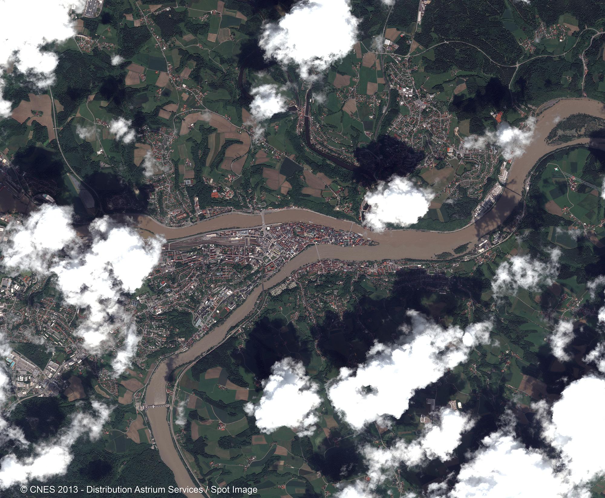 r22549_39_satellite_image_pleiades_floods_passau_20130605-2-1_comp.jpg