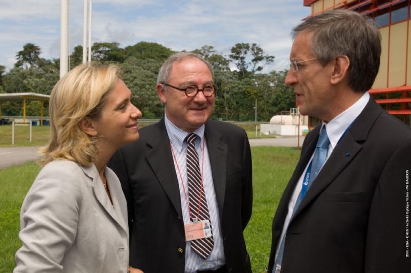 Valérie Pécresse, Jean-Jacques Dordain (directeur général de l'ESA) et Joël Barre (directeur du CSG). Crédit : ESA-CNES/activité optique video.