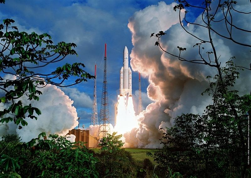 Décollage du lanceur Ariane 5 ECA, vol 196 le 4 août 2010 depuis le Centre spatial guyanais. Le lanceur a placé en orbite les satellites Nilesat 201 et Rascom QAF 1R. Crédits : CNES/ESA/Arianespace/Optique Vidéo CSG/JM Guillon, 2010.