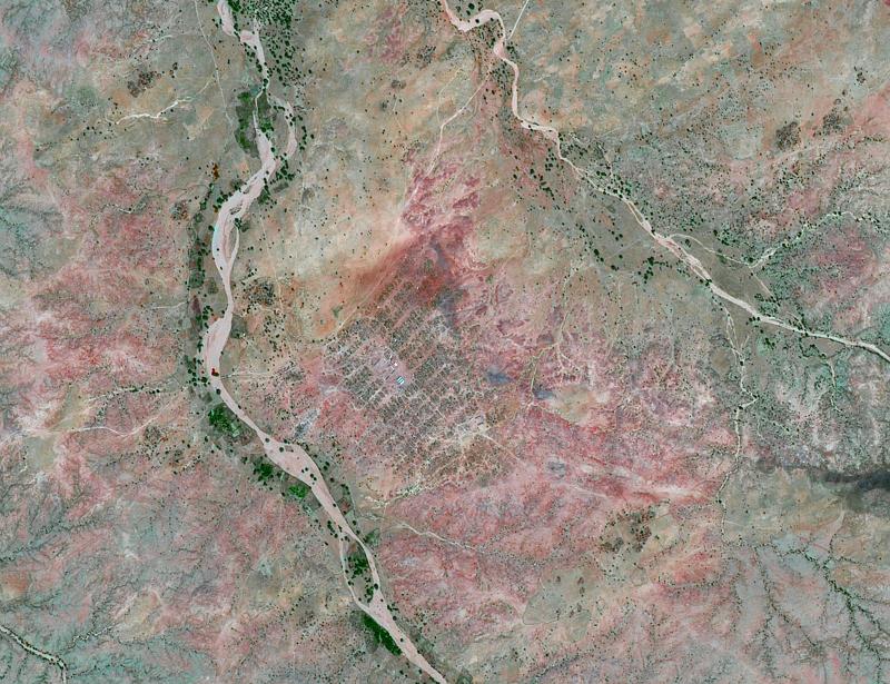Camps de réfugiés au Darfour vu par Spot-5, à 2,5 m de résolution Crédits : CNES 2008/Dist. SPOT Image/Traitement QTIS.